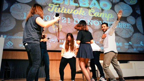Recogiendo el premio Bilbao Tuiwok Camp